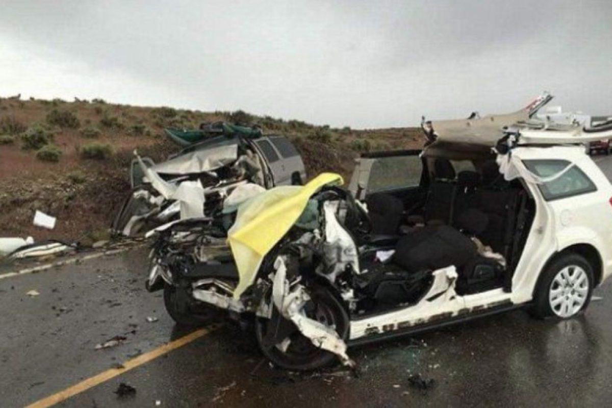 Así quedó su auto. Foto:vía Facebook. Imagen Por: