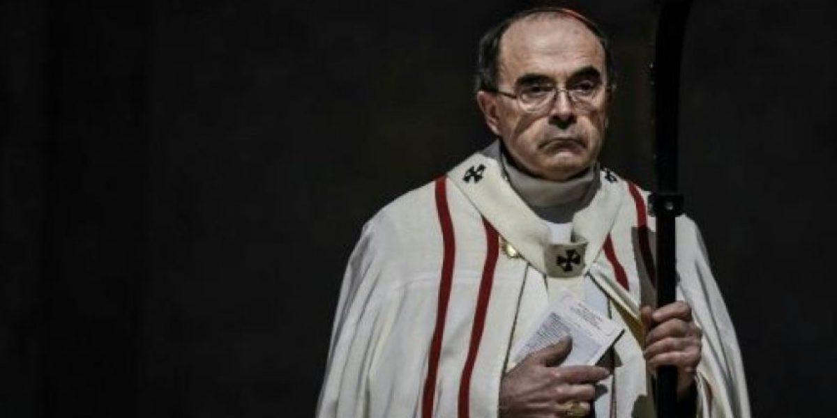 La policía interroga al cardenal francés acusado de encubrir casos de pederastia