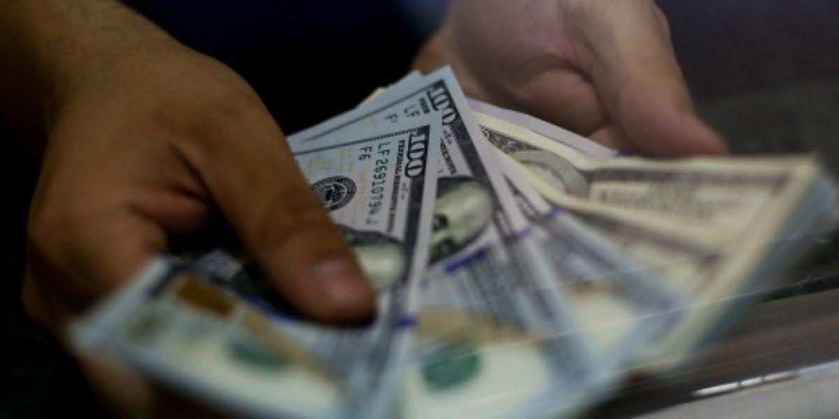 Dólar continúa a la baja y llega a menor nivel desde inicios de mayo