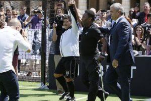 Pero no fue lo único que dejó el encuentro y Maradona le envió un dardo 'secreto' a Messi Foto:AFP. Imagen Por:
