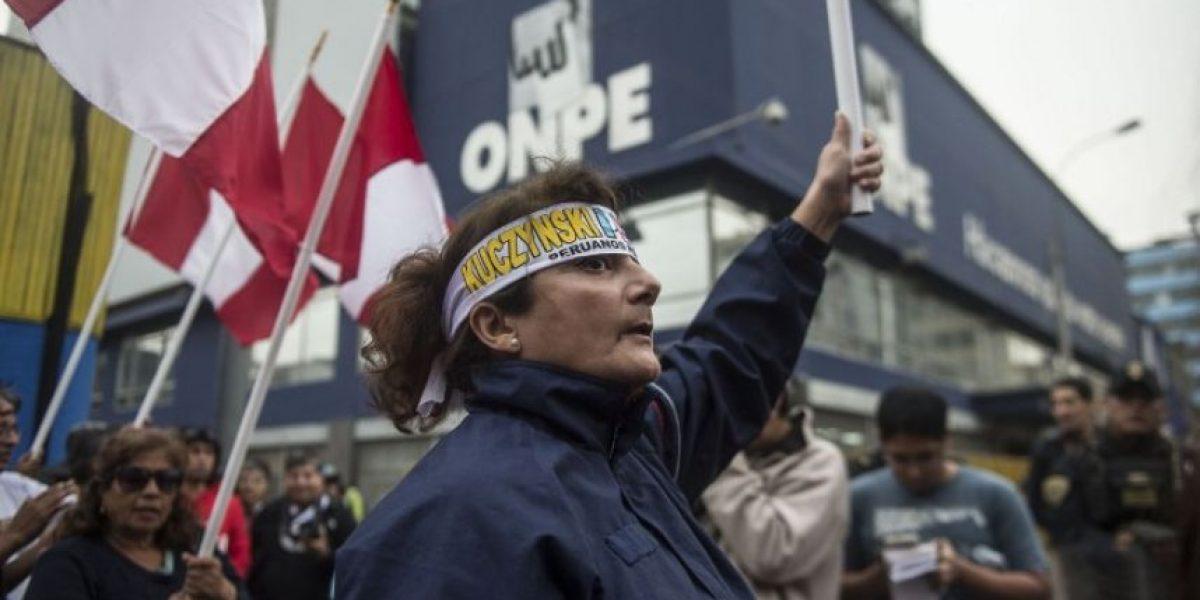 Kuczynski y Fujimori se disputan últimos votos en Perú al cierre del escrutinio