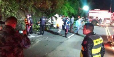 Sube a 18 la cantidad de muertos tras desbarrancarse un bus en Brasil