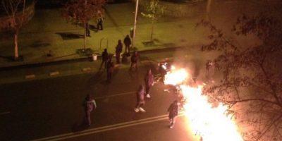 Encapuchados protagonizan barricadas en Providencia y Santiago Centro