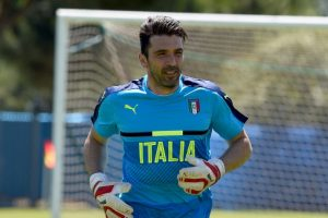 El portero italiano va por su cuarta Eurocopa y a sus 38 años espera conseguir el ansiado título que le quitó España en la final de 2012 Foto:Getty Images. Imagen Por: