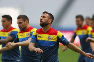 Con 35 años, el lateral izquierdo lidera el equipo rumano en defensa y es el capitán de una selección que parece tener escasas chances de campeonar Foto:Getty Images. Imagen Por: