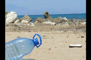 Este material se acumula en la superficie y el fondo del mar por igual. Foto:Pixabay. Imagen Por: