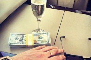 Y fajos de billetes. Foto:vía Instagram. Imagen Por: