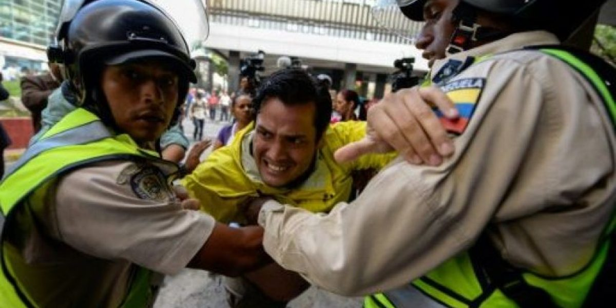 Chavistas y opositores chocan por referendo revocatorio contra Maduro