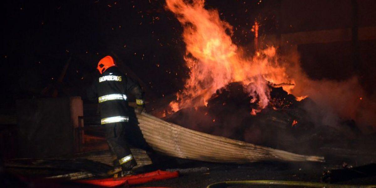 La Araucanía: ataques incendiarios destruyen iglesia evangélica y galpón