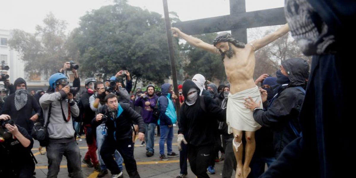 Bachelet y destrucción del Cristo: