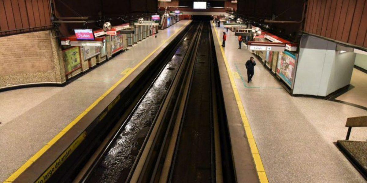 Metro de Santiago funciona con normalidad tras inundaciones en Línea 1