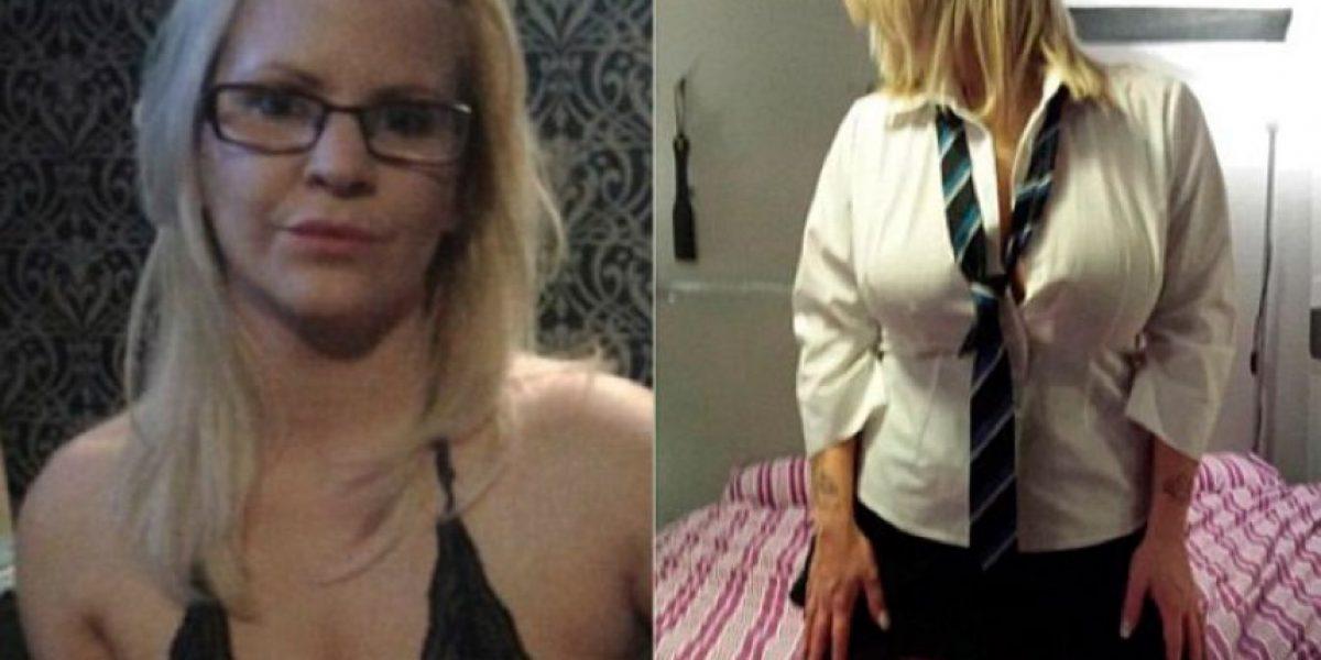 Directora de escuela despedida por fotos vestida de colegiala: