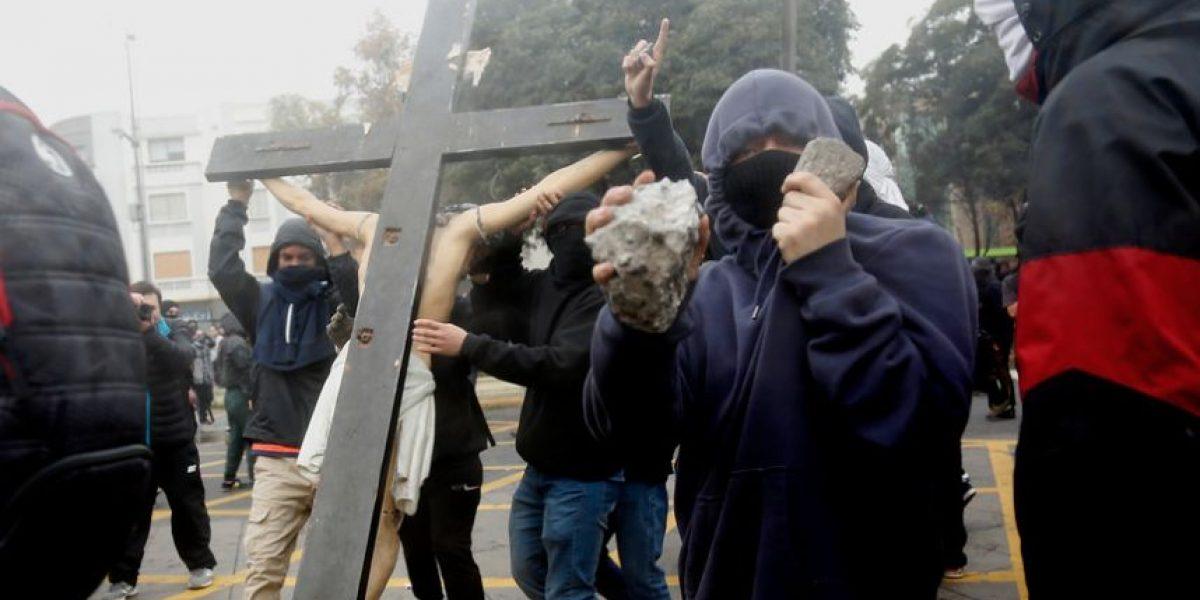 Padre Felipe Berríos y destrucción de crucifijo: