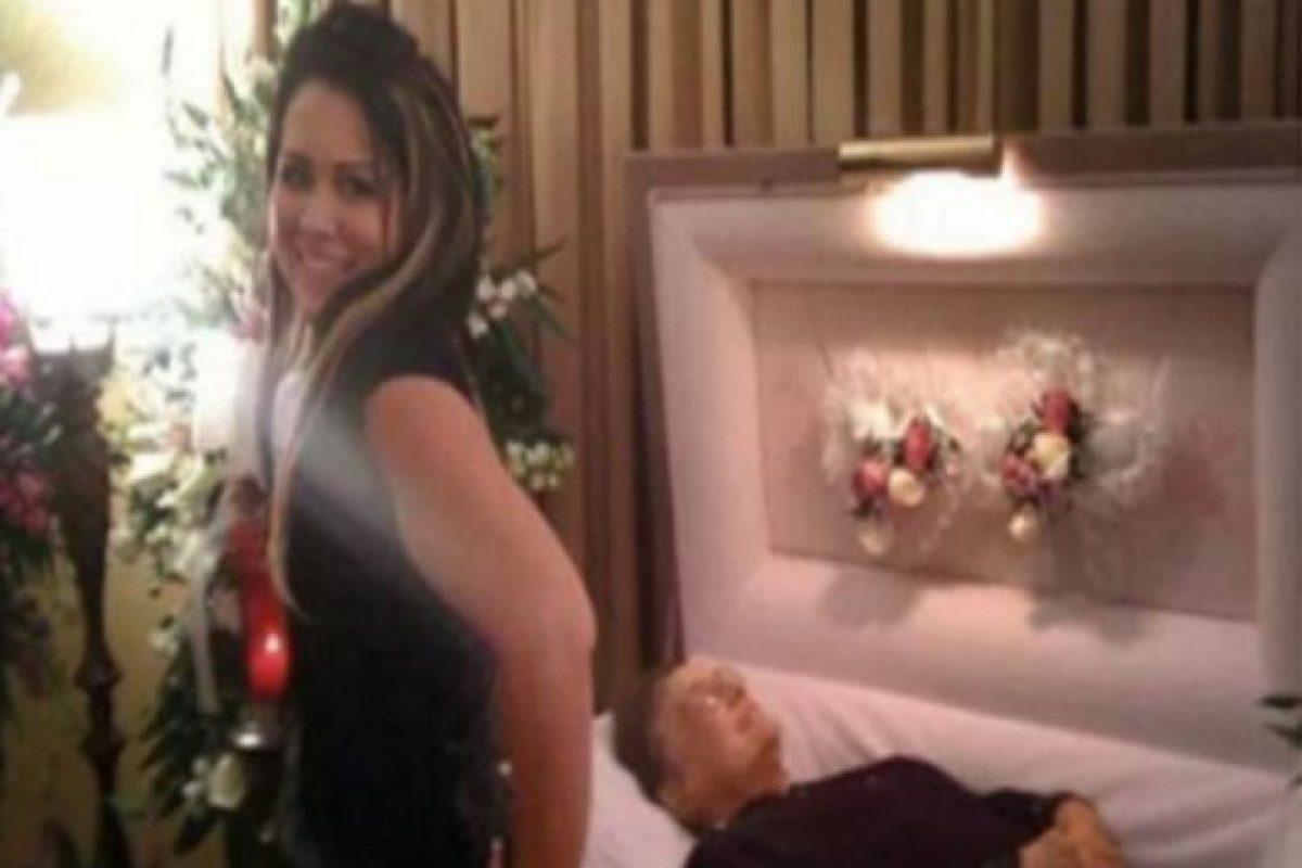 Más selfies en funerales. Foto:Tumblr. Imagen Por: