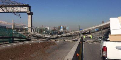 Camión derribó pasarela peatonal en Ruta 5 Norte
