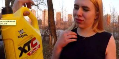Mujer rusa se desnuda y baña en gasolina por un iPhone