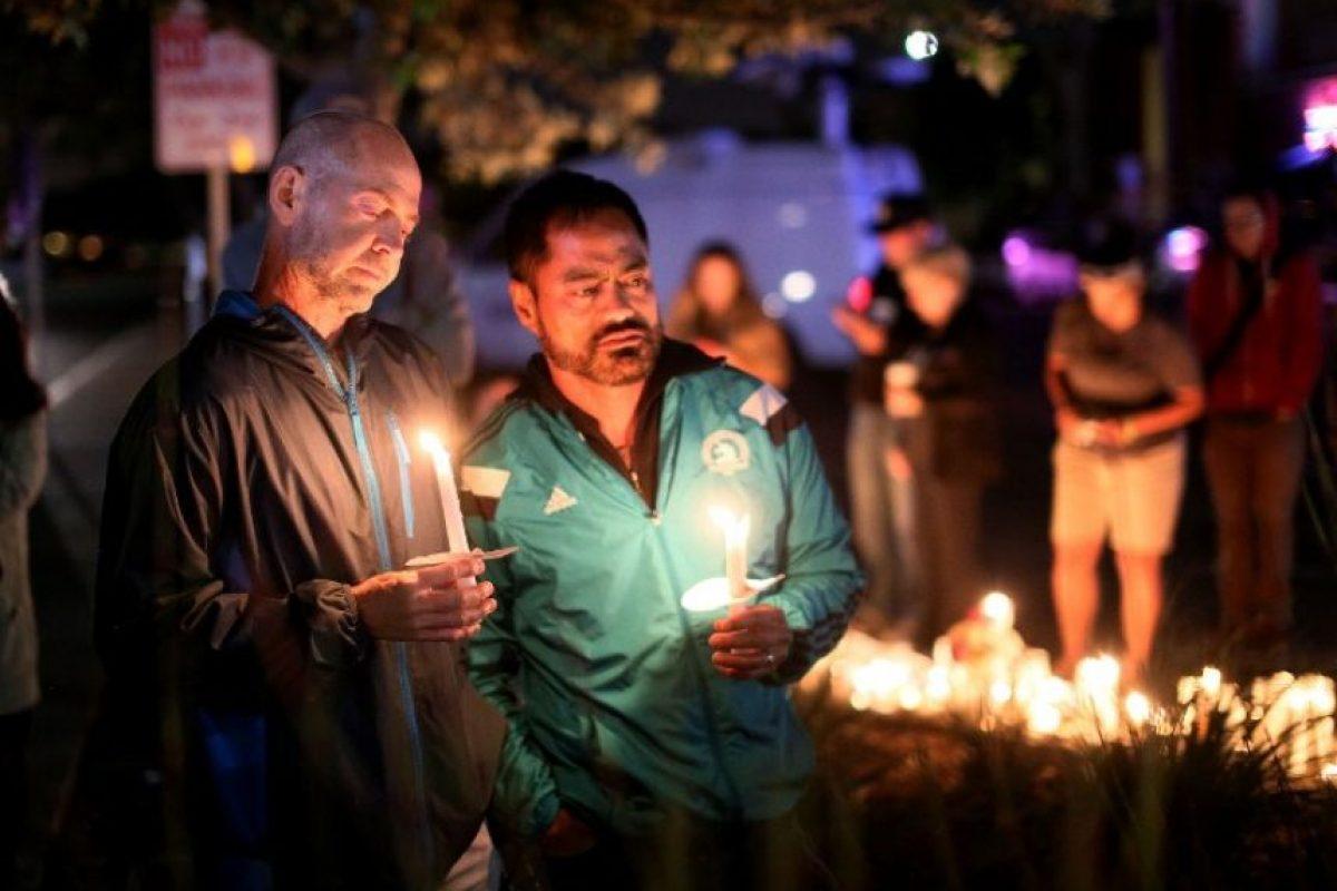 Miles de personas se congregaron en las principales plazas para guardar luto Foto:AFP. Imagen Por: