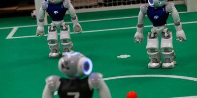Selección de fútbol robótico prepara una nueva participación en la Robo Cup 2016