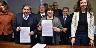 Ministra Delpiano firma convenio con municipalidades para fortalecer la educación pública