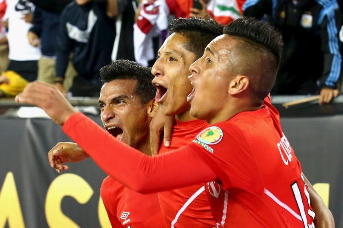 La gesta fue celebrada por la prensa peruana y se dieron un festín Foto:Getty Images. Imagen Por: