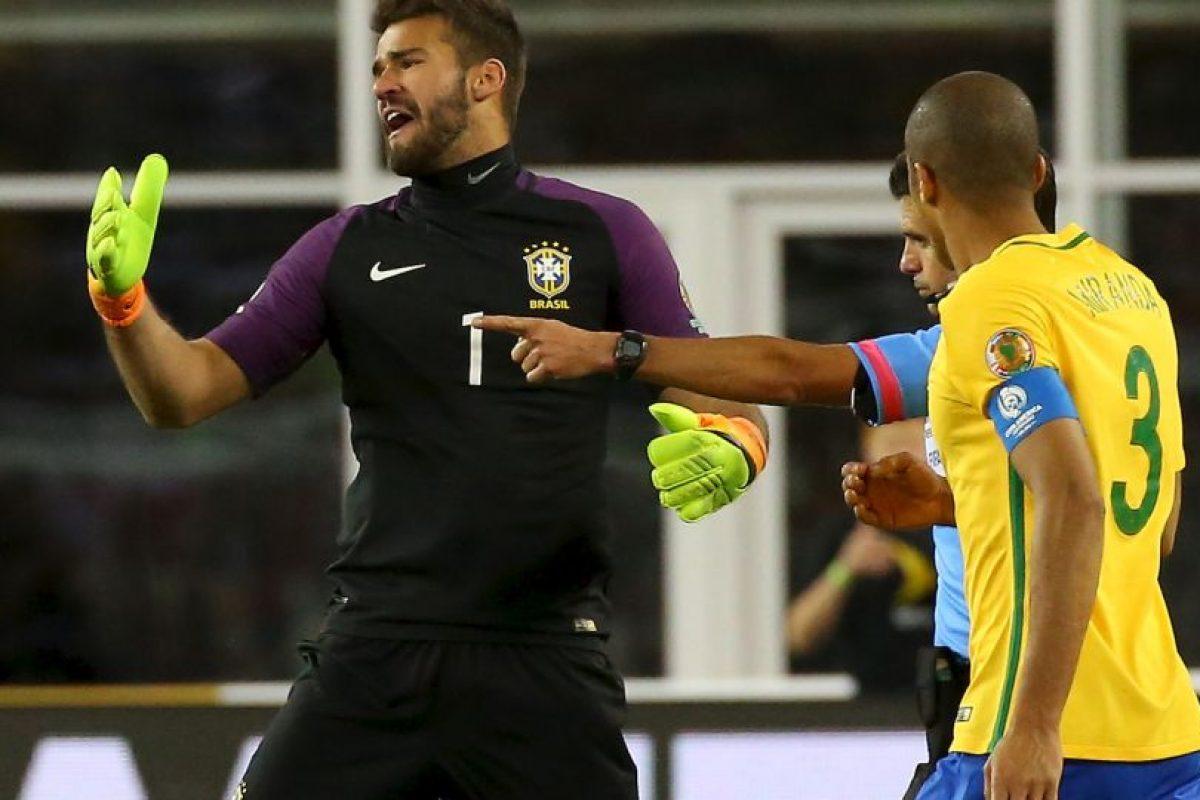 El polémico gol con la mano de Raúl Ruidíaz dejó fuera a los brasileños Foto:Getty Images. Imagen Por: