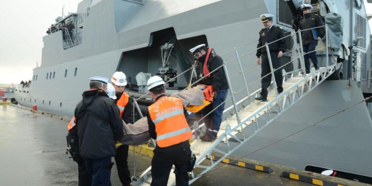 Un herido grave y un desaparecido deja frente de mal tiempo que golpeó a buque en Magallanes