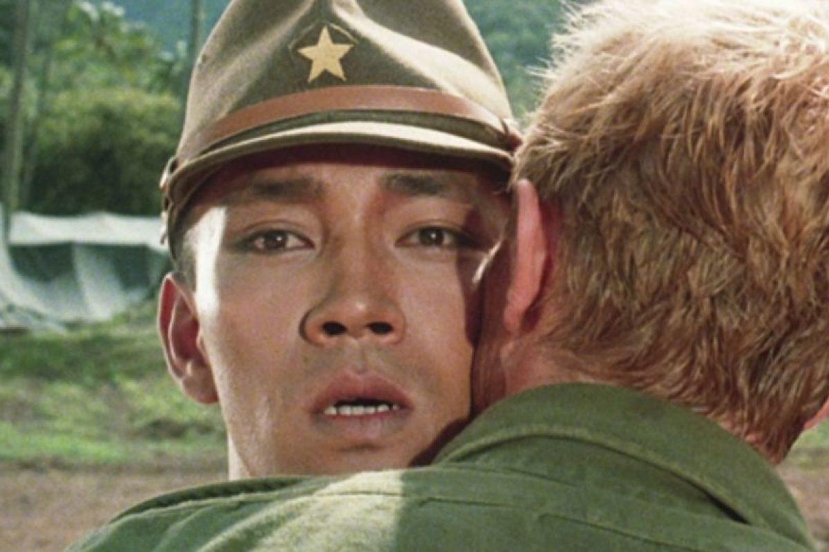 """Reafirmó este estatus con el beso que le dio a Ryuichi Sakamoto en la película """"Feliz Navidad, Sr. Lawrence"""" (1983). Foto:vía Getty Images. Imagen Por:"""