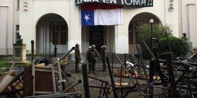 Carabineros y desalojo con armas desenfundadas en Inba: