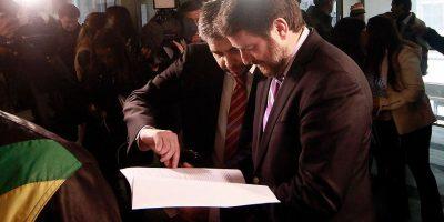 Orrego se querella por daños en toma del Inba y pide intervención del CDE contra apoderados