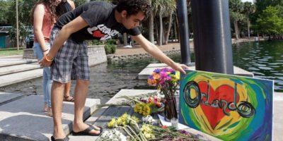 Lady Gaga y Nick Jonas rinden tributo a víctimas de Orlando