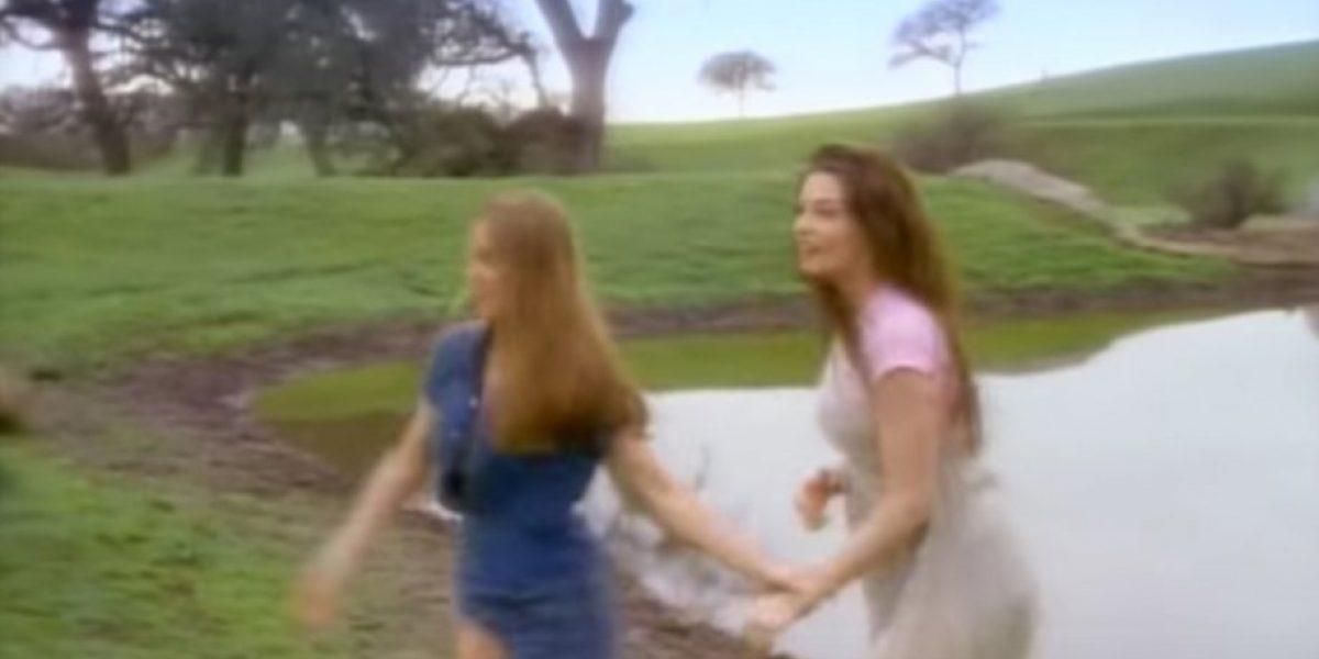 Fotos: Alicia Silverstone y Liv Tyler 22 años después del video