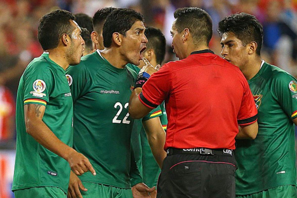 Sin embargo, el jugador boliviano traía el brazo pegado al cuerpo Foto:Getty Images. Imagen Por:
