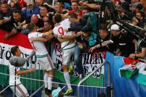 El festejo fue con todo y los hinchas gozaron con sus jugadores Foto:Getty Images. Imagen Por: