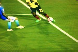 Las imágenes dejaron claro que el centro que se coló a gol estaba mal invalidado Foto:Captura de pantalla. Imagen Por: