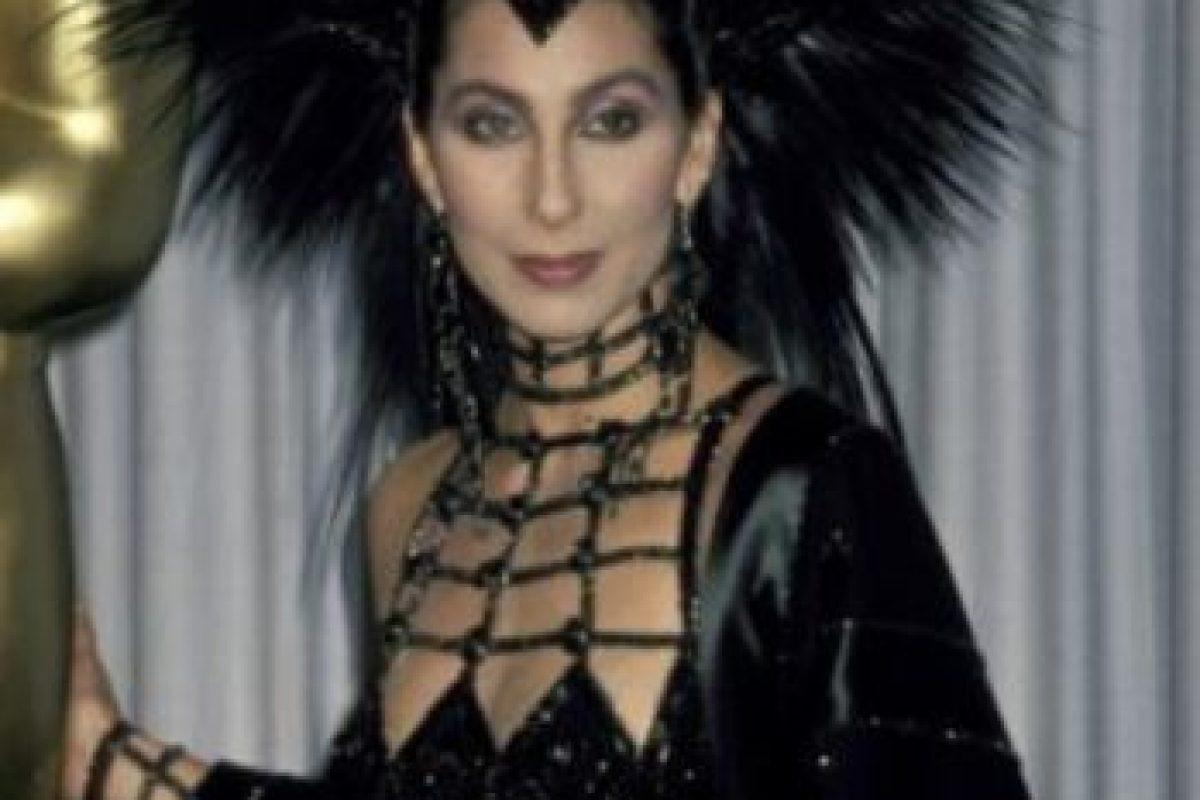 """En 1962 conoció a su pareja Sonny Bono, con quien conformaría el duo """"Sonny & Cher"""". Comenzó como su ama de llaves. Foto:Getty Images. Imagen Por:"""