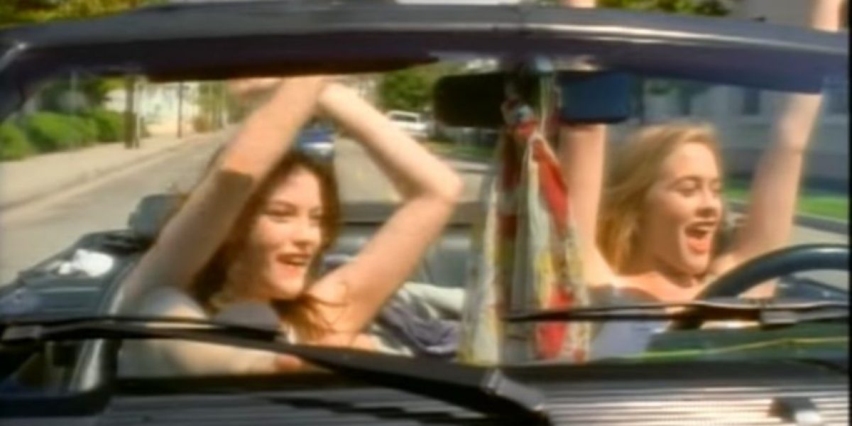 "Alicia Silverstone y Liv Tyler 22 años después del video ""Crazy"""
