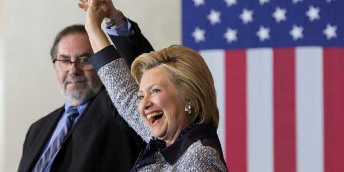 Clinton gana última primaria demócrata y se reúne con Sanders
