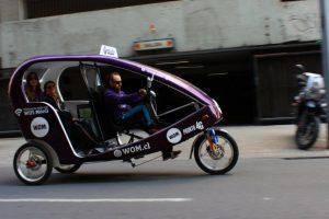 Los triciclos gratuitos que operan en el casco histórico del centro de Santiago ampliaron su operación al barrio Yungay. Foto:Trici.cl. Imagen Por:
