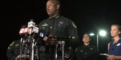 Declaran muerto al niño arrastrado por caimán en Orlando