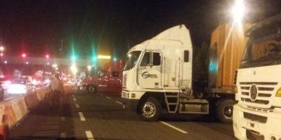 Camioneros bloquean ruta que une Chile y Perú en movilización internacional
