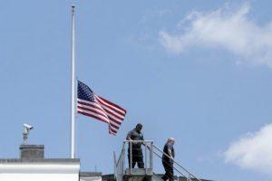 Las banderas están a media asta desde la masacre de Orlando. Foto:AFP. Imagen Por: