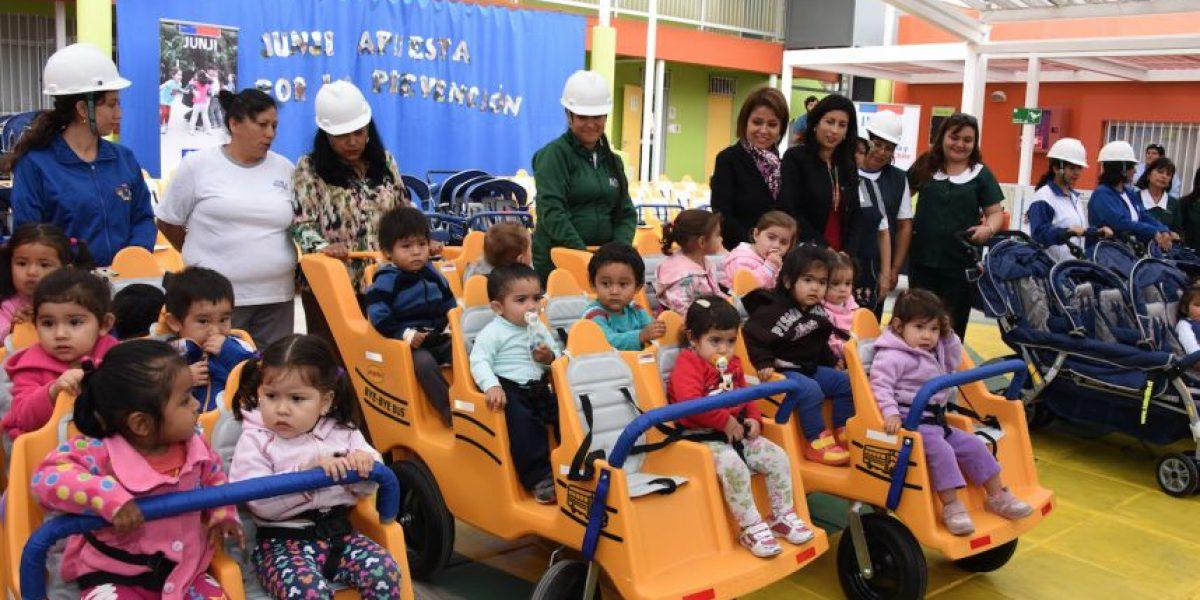 Junji instala carros de evacuación para trasladar a niños en caso de emergencias