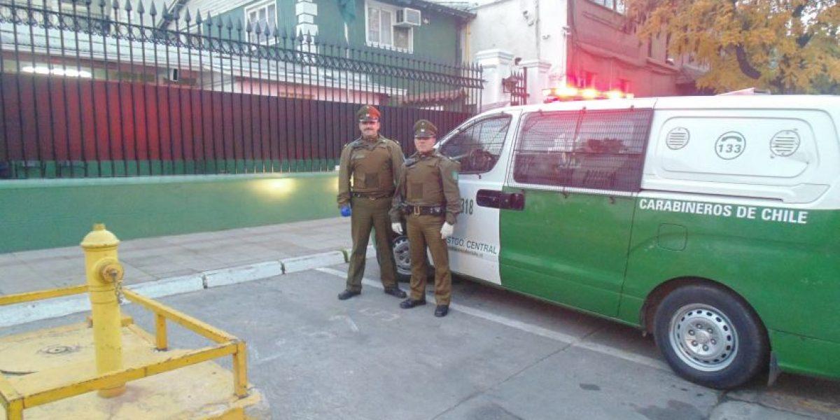 Bebé pesó casi cuatro kilos: Carabineros asistió parto en furgón policial