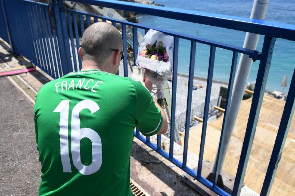 El fanático cayó de una baranda desde ocho metros directo al mar Foto:Getty Images. Imagen Por: