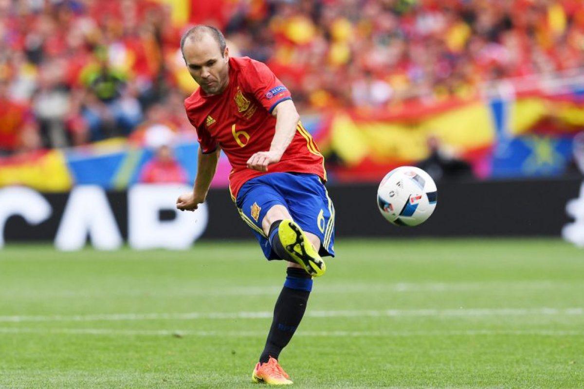 Sin embargo, a diferencia de Andrés Iniesta, Cristiano Ronaldo, pese a no ser influyente en el partido ante Islandia, si estuvo en los once ideales Foto:Getty Images. Imagen Por: