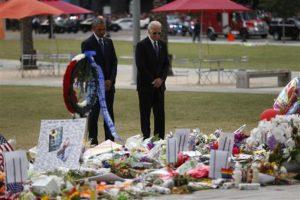 Y guardaron unos momentos de silencio Foto:AP. Imagen Por: