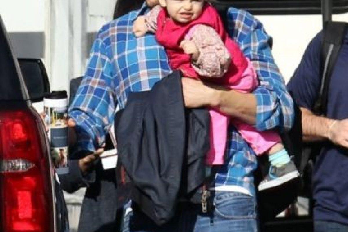 Así cuida Ashton a su pequeña hija Foto:Grosby Group. Imagen Por: