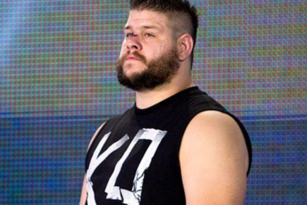 Y Kevin Owens Foto:WWE. Imagen Por: