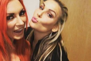 Se ven las caras con Becky Lynch y Natalya Foto:WWE. Imagen Por: