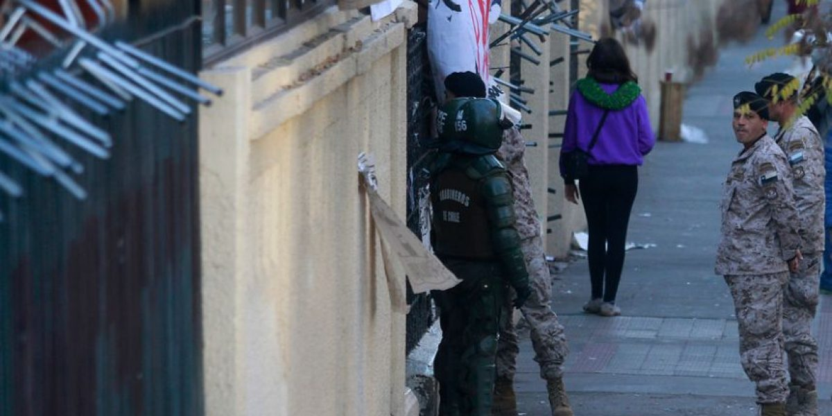 Militares toman el poder de liceo Manuel de Salas tras desalojo de estudiantes